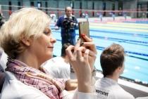 Zdjęcie przedstawiające Panią Otylię Jędrzejczak na otwarciu Centrum Sportowo-Rehabilitacyjnego WUM
