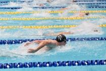 Zdjęcie przedstawiające pierwsze zawody pływackie studentów Uczelni na otwarciu Centrum Sportowo-Rehabilitacyjnego WUM